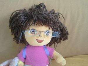 דורה עם משקפיים